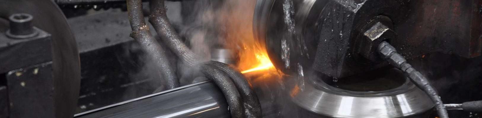 Perfilado de los tubos de acero en  Acciaitubi